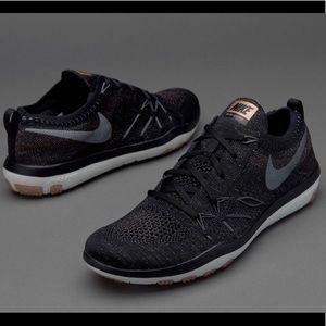🔥 RARE🔥 Nike Free TR Focus Flyknit, Black/Gold